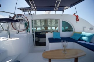 catamaran-Lagoon-380-cockpit