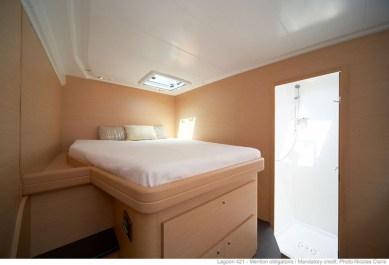 Catamaran-lagoon-421-room5