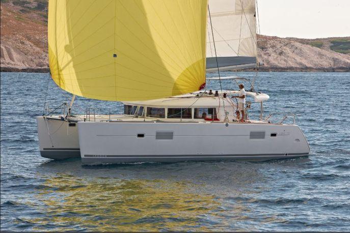 Catamaran-Lagoon_400_sailing2